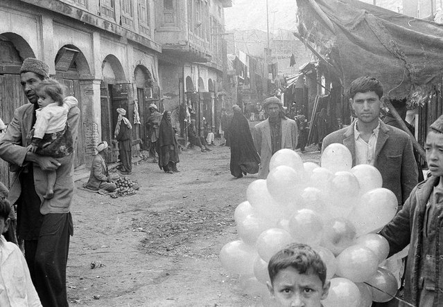 A quiet scene in a street through the bazaar of Kabul, on December 31, 1969. (Photo by AP Photo via The Atlantic)