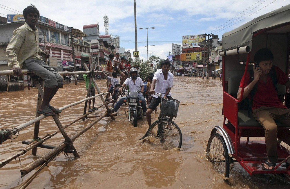 Heavy Showers Flooded Some Areas in India