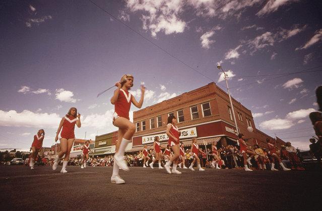 Labor Day weekend brings the annual Garfield County Fair Parade in Rifle, Colorado, September 1973. (Photo by David Hiser/NARA via The Atlantic)