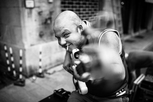 """The duel: guitarist vs. photographer""; Udine, Friuli-Venezia Giulia, Italy, 2013. (Giulio Magnifico)"