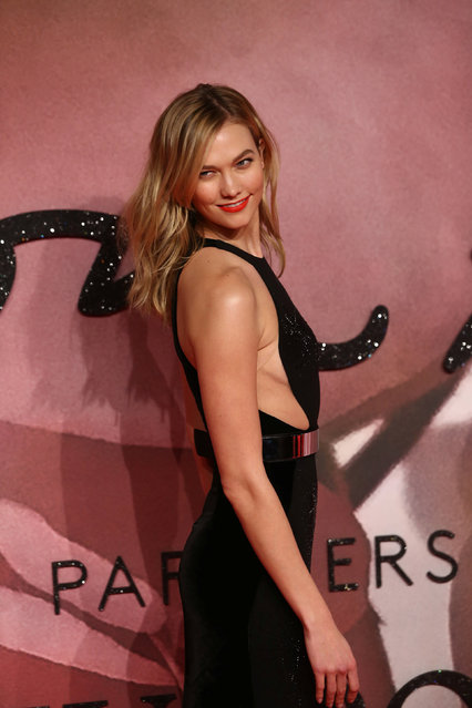 Model Karlie Kloss poses for photographers at the Fashion Awards 2016 in London, Britain December 5, 2016. (Photo by Neil Hall/Reuters)