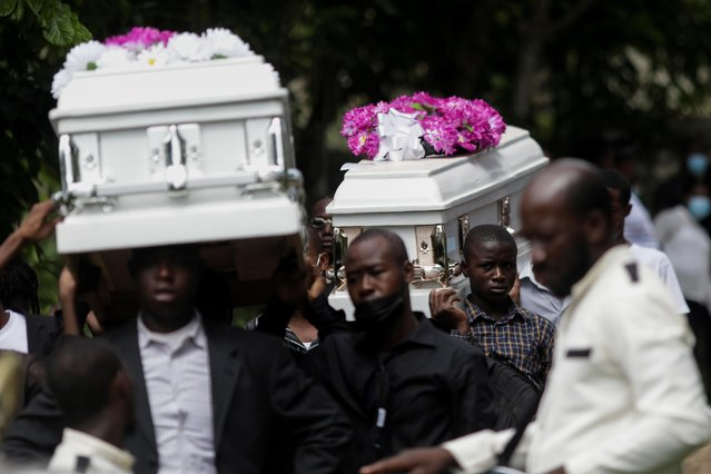 People carry coffins during the funeral of four family members after the earthquake in Marceline near Les Cayes, Haiti on August 21, 2021. (Photo by Henry Romero/Reuters)