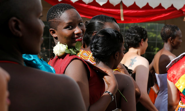 """Female inmates participate in a fashion parade as part of their Valentine's Day celebration, dubbed """"love behind bars"""" inside the Langata Women Maximum Security Prison in Kenya's capital Nairobi, February 14, 2017. (Photo by Thomas Mukoya/Reuters)"""