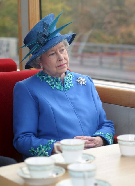Britain's Queen Elizabeth travels by train to Potsdam, Germany, in this November 3, 2004 file photo. (Photo by Ian Jones/Reuters)