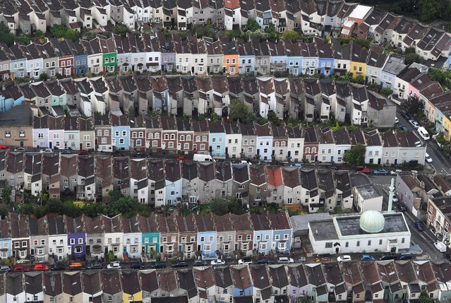 A mosque is seen amongst residential housing from the air during a mass take off at the annual Bristol hot air balloon festival in Bristol, Britain, August 8, 2019. (Photo by Toby Melville/Reuters)