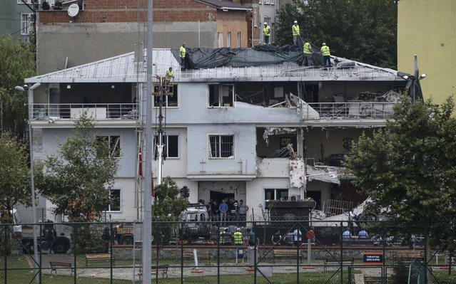 Workers cover a police station damaged after an attack in Istanbul, Turkey, August 10, 2015. (Photo by Huseyin Aldemir/Reuters)