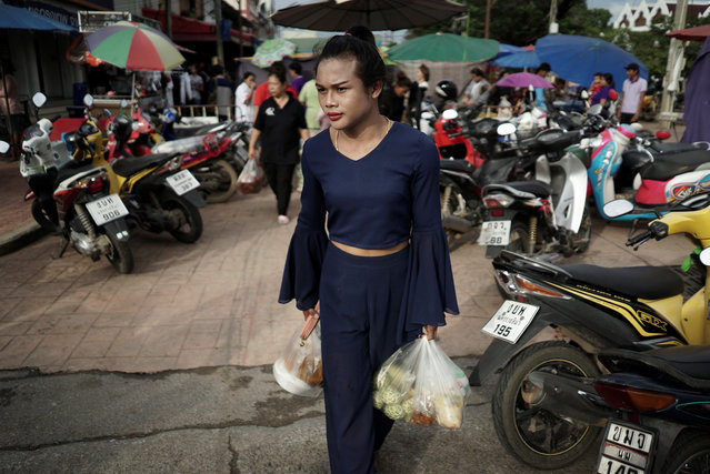 Muay Thai boxer Nong Rose Baan Charoensuk, 21, who is transgender, shops at a market in Phimai district in Nakhon Ratchasima province, Thailand, July 18, 2017. (Photo by Athit Perawongmetha/Reuters)
