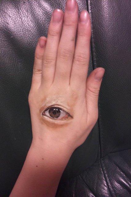 A frightening-realistic Body Art by Chooo-San