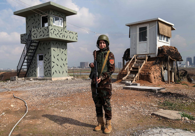 Arazo Qadri, a 27-year-old female member of the Iraqi Kurdish Peshmerga, stands guard at the Peshmerga Military camp in Arbil, the capital of the Kurdish autonomous region in northern Iraq, on February 20, 2018. (Photo by Safin Hamed/AFP Photo)