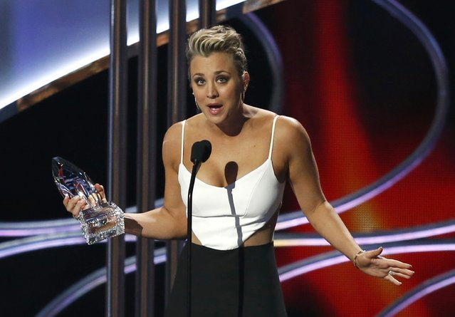 Kaley Cuoco-Sweeting accepts the award for  favorite comedic TV actress during the 2015 People's Choice Awards in Los Angeles, California January 7, 2015. (Photo by Mario Anzuoni/Reuters)