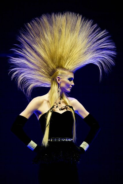 "A model shows a creation by ""Bertram K & Haute Coiffure Francaise by L'Oreal Professionnel"", at the  coiffeur  show ""Hair Days""  in Zurich, Switzerland, Monday May 27, 2013. (Photo by Ennio Leanza/AP Photo/Keystone)"