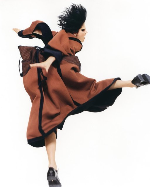 Yohji Yamamoto, Autumn/Winter 1995. (Photo by David Sims)