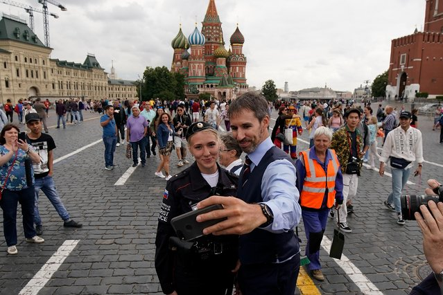 Garreth Southgate, alias lookalike Neil Rowe, causes a stir as football fans, TV crews and tourists, mistake him for the real England manager as Neil tours Red Square ahead of the World Cup semi-final game between England and Croatia on July 10, 2018 in Moscow, Russia. Even the local tourist police were bemused as they helped Neil escape the square from hoards of people wanting selfies. (Photo by Christopher Furlong/Getty Images)