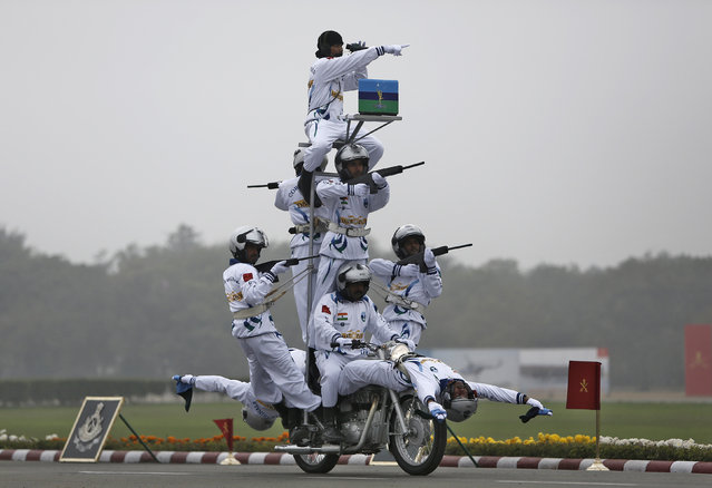 Indian Army soldiers perform a stunt on motorbikes during the Army Day parade in New Delhi, India, January 15, 2016. (Photo by Anindito Mukherjee/Reuters)