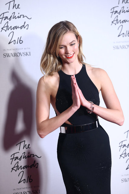 Karlie Kloss poses for photographers at the Fashion Awards 2016 in London, Britain December 5, 2016. (Photo by Neil Hall/Reuters)