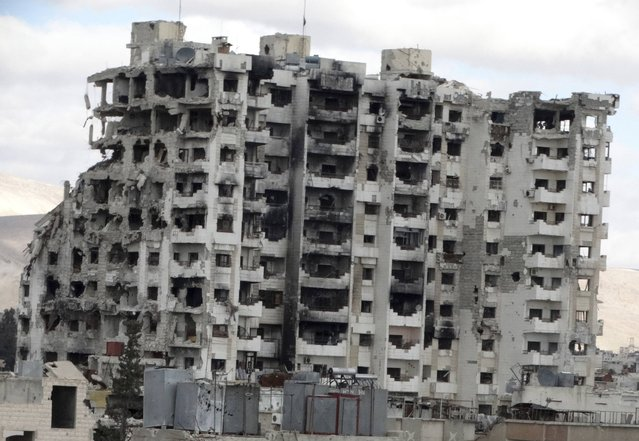 The damaged Borj al-Mualimeen building that overlooks the al-Abassin bus station is seen in Jobar, a suburb of Damascus January 4, 2015. (Photo by Msallam Abd Albaset/Reuters)