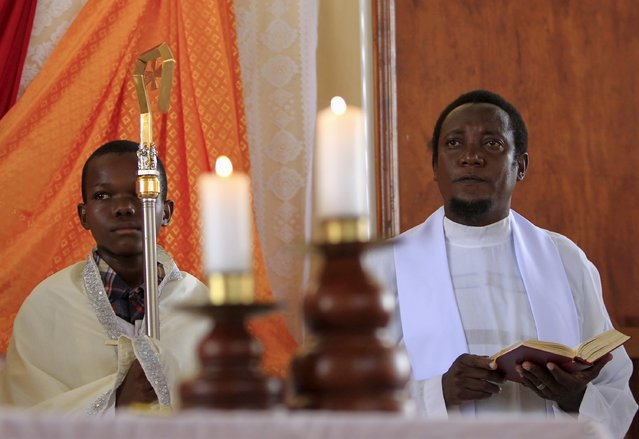 A priest (R) conducts the Easter Sunday service at the Catholic Church in Garissa April 5, 2015. (Photo by Noor Khamis/Reuters)