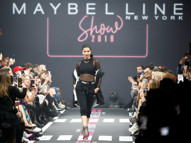 Model Adriana Lima presents a makeup creation by Maybelline New York during the Berlin Fashion Week Autumn/Winter 2019/20 in Berlin, Germany, January 17, 2019. (Photo by Fabrizio Bensch/Reuters)