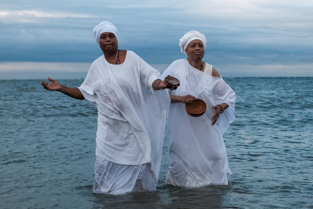 Members of the African Queen Mothers participate in a sunrise service and spiritual cleansing ceremony to mark the 400-year anniversary of the arrival of the first enslaved Africans in Virginia, in Hampton, Virginia, August 24, 2019. (Photo by Michael A. McCoy/Reuters)
