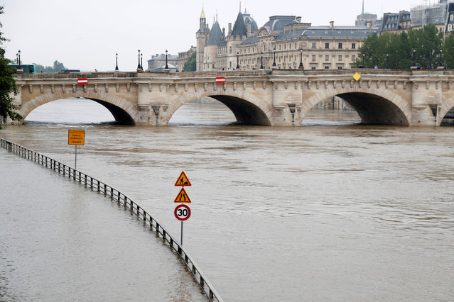 Road signs appear isolated in the rising waters from the Seine River as high waters causes flooding along the Seine River in Paris, France, June 1, 2016. (Photo by Charles Platiau/Reuters)