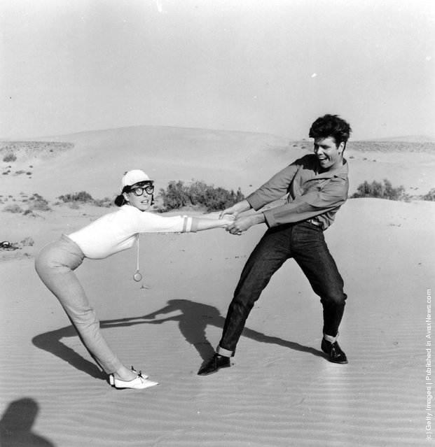 1963: Singer Cliff Richard and actress Una Stubbs larking about during filming the EMI musical 'Wonderful Life', alternatively titled 'Swinger's Paradise'