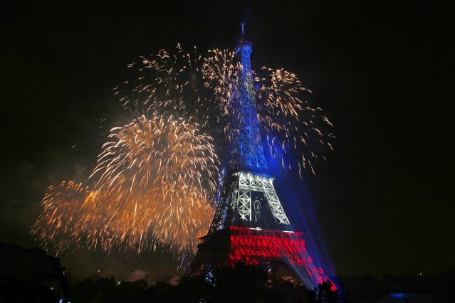 The Eiffel Tower is illuminated during the traditional Bastille Day fireworks display in Paris July 14, 2014. (Photo by Benoit Tessier/Reuters)