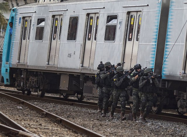 Special forces participate in an anti-terror drill at the Deodoro train station in Rio de Janeiro, Brazil, 16 July 2016. The exercise is part of the preparations for Rio 2016 Olympics Games. (Photo by Anotnioi Lacerda/EPA)