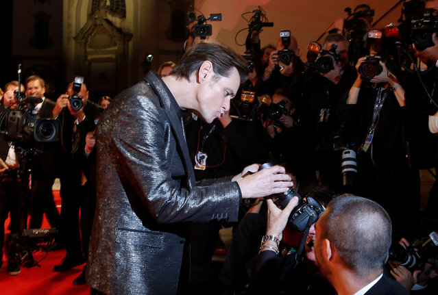 """Actor Jim Carrey jokes with photographers as he arrives during a red carpet event for the movie """"Jim & Andy: The Great Beyond"""" at the 74th Venice Film Festival in Venice, Italy on September 5, 2017. (Photo by Alessandro Bianchi/Reuters)"""