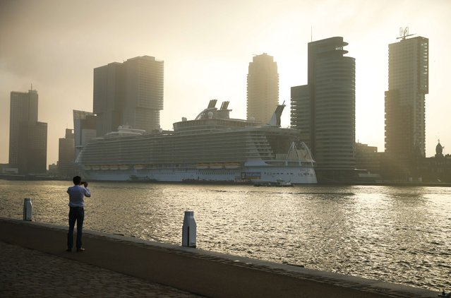 This picture taken on September 30, 2014 shows the Oasis of the Seas, the world's largest cruise ship, as it is moored at the Wilhelminakade in Rotterdam. The vessel has a capacity of 6,360 passengers and is 362 meters long, 60 meters wide and 65 meters high. (Photo by Jerry Lampen/AFP Photo/ANP)
