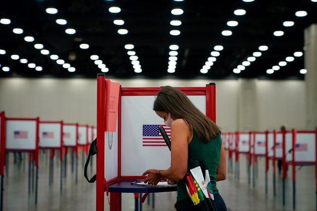 A voter completes her ballot on the day of the primary election in Louisville, Kentucky, U.S. June 23, 2020. (Photo by Bryan Woolston/Reuters)