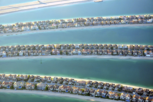 Houses on the fronds of the Palm Jumeirah are seen in Dubai, December 21, 2009. (Photo by Matthias Seifert/Reuters)