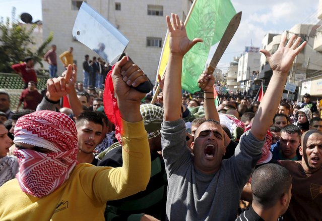 Mourners shout as others carry the body of a Palestinian who allegedly stabbed an Israeli, after his body was released by Israeli troops on Friday, during his funeral in the West Bank city of Hebron October 31, 2015. Israel returned on Friday five bodies of Palestinian teenagers aged between 15-18 and among them two females, for allegedly stabbing an Israeli. (Photo by Ammar Awad/Reuters)