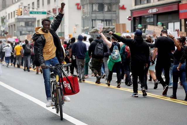 Protesters march against the death in Minneapolis police custody of George Floyd, in the Manhattan borough of New York City, U.S., June 1, 2020. (Photo by Mike Segar/Reuters)