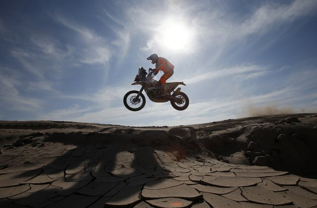 KTM rider Pablo Quintanilla of Chile drives during the sixth stage of the Dakar Rally 2015, from Antofagasta to Iquique, January 9, 2015. (Photo by Jean-Paul Pelissier/Reuters)