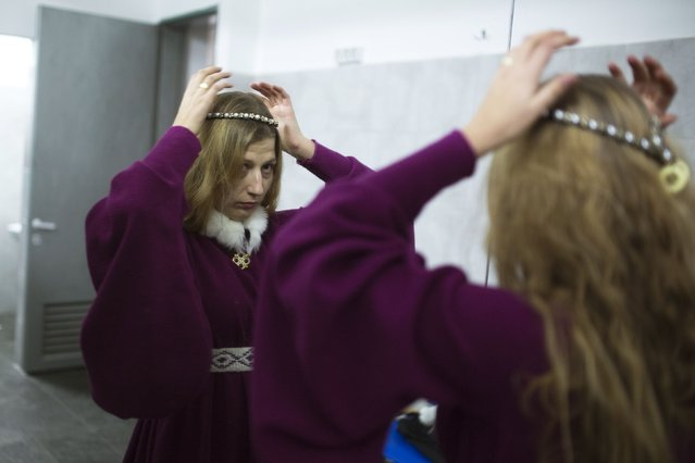 """An accompanied woman is seen at the dressing room during the """"World Medieval Fighting Championship – the Israeli Challenge"""" in Rishon Letzion near Tel Aviv on January 22, 2015. (Photo by Amir Cohen/Reuters)"""
