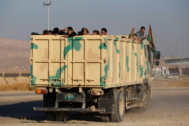 Displaced Iraqi people, who fled the Islamic State stronghold of Mosul, transfer to refugee camp on the outskirts of Mosul, Iraq, November 28, 2016. (Photo by Khalid al Mousily/Reuters)