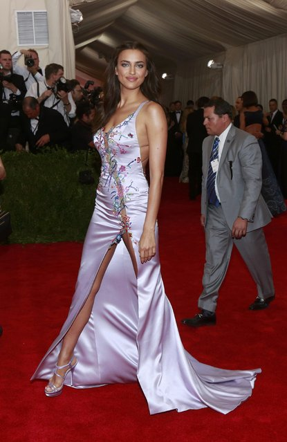 "Russian model and actress Irina Shayk arrives for the Metropolitan Museum of Art Costume Institute Gala 2015 celebrating the opening of ""China: Through the Looking Glass"" in Manhattan, New York May 4, 2015. (Photo by Lucas Jackson/Reuters)"
