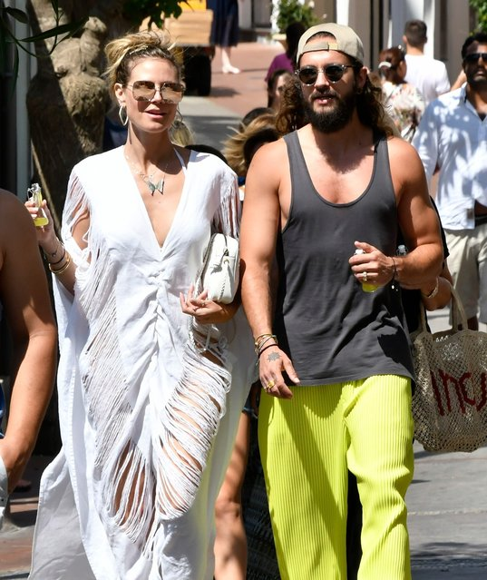 "Heidi Klum and Tom Kaulitz out and about on Capri, Italy on July 30, 2019, days before their wedding. Heidi can be seen wearing a gold chain necklace spelling out ""Tom"". (Photo by Karadshow/Splash News and Pictures)"