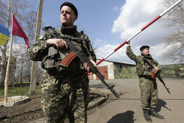 """Ukrainian border guards stand on guard at a base close to the Russian border near Donetsk April 15, 2014. Ukrainian armed forces on Tuesday launched a """"special operation"""" against militiamen in the country's Russian speaking east, authorities said, recapturing a military airfield from pro-Moscow separatists. (Photo by Konstantin Chernichkin/Reuters)"""