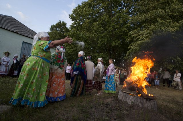 """Belarussian women take part in the festival of national traditions """"Piatrovski"""" in the village of Shipilovichi, south of Minsk, July 12, 2015. (Photo by Vasily Fedosenko/Reuters)"""