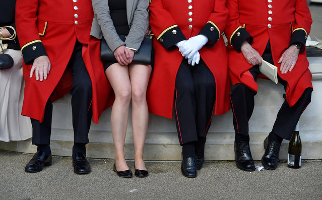 Britain Horse Racing, Royal Ascot, Ascot Racecourse on June 17, 2016. Chelsea pensioners with a racegoer posing between them. (Photo by Toby Melville/Reuters/Livepic)