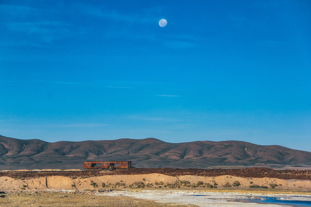The graveyard's location on the edge of the Bolivian salt flats accelerates the corrosion of the trains. (Photo by Chris Staring/Rex Features/Shutterstock)