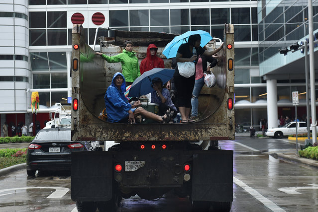 Evacuees are transported to the George R. Brown Convention Center in Houston, Texas on August 27, 2017. (Photo by Nick Oxford/Reuters)