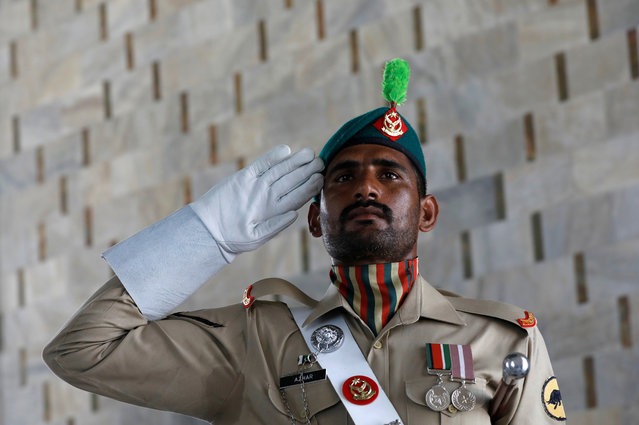 A soldier salutes during a ceremony to celebrate Pakistan's 73rd Independence Day as the coronavirus disease (COVID-19) outbreak continues, in Karachi, Pakistan on August 14, 2020. (Photo by Akhtar Soomro/Reuters)