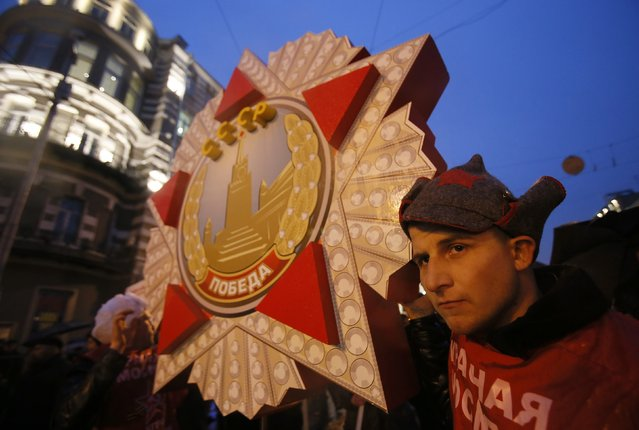 Communist supporters gather during a rally to commemorate the October Revolution of 1917 in central Moscow, November 7, 2014. (Photo by Maxim Shemetov/Reuters)