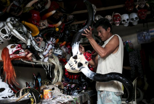 A man paints a devil mask in preparation for the Los Aguizotes festival in the indigenous community of Monimbo in Masaya, Nicaragua, October 16, 2015. (Photo by Oswaldo Rivas/Reuters)