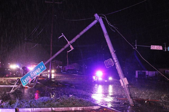 The street light at Howdershell Road and Lynn Haven Lane lies damaged following high winds from a strong spring storm in Hazelwood late Wednesday evening, April 10, 2013. (Photo by Erik M. Lunsford/AP Photo/Post-Dispatch)