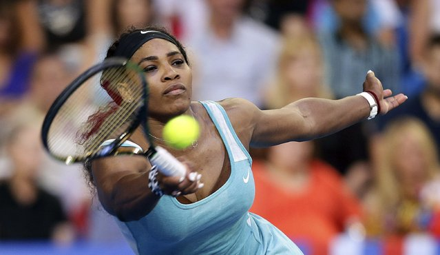 Serena Williams of the U.S. plays a forehand shot to Agnieszka Radwanska of Poland during their women's singles tennis final at the 2015 Hopman Cup in Perth January 10, 2015. (Photo by Reuters/Stringer)
