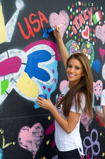 Miss USA 2014 Nia Sanchez paints the wall at Britto Central in Miami in this January 11, 2015 picture provided by the Miss Universe Organization. (Photo by Reuters/Miss Universe Organization)