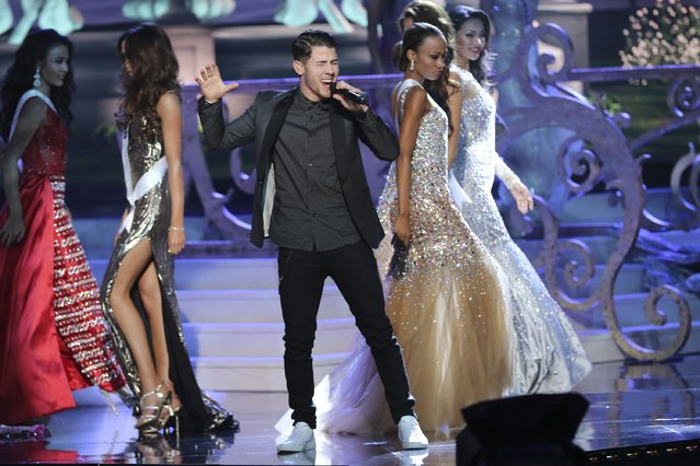 Nick Jonas performs onstage during The 63rd Annual Miss Universe Pageant at Florida International University on January 25, 2015 in Miami, Florida. (Photo by Alexander Tamargo/Getty Images)